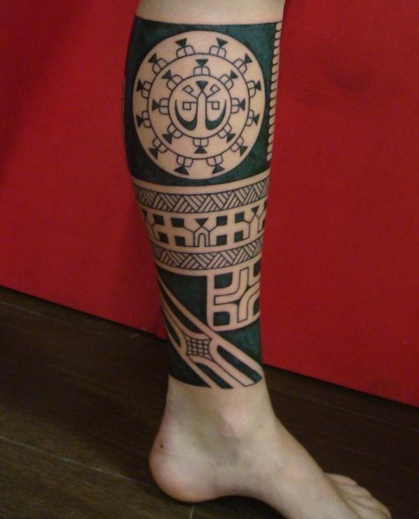gamba-tatuata-stile-maori