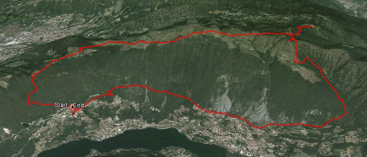 Monte Sparavera 1369 m. , Monte di Sovere 1281 m. ,Monte Grione 1381 m.
